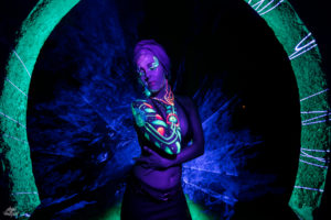 LIGHTPAINTERSUNITED #3 MERZOUGA MEETING 2018. Photo: Frodo DKL (Children of Darklight). Model: Patry Diez. Bodypaint Artist: Sita Vilaça
