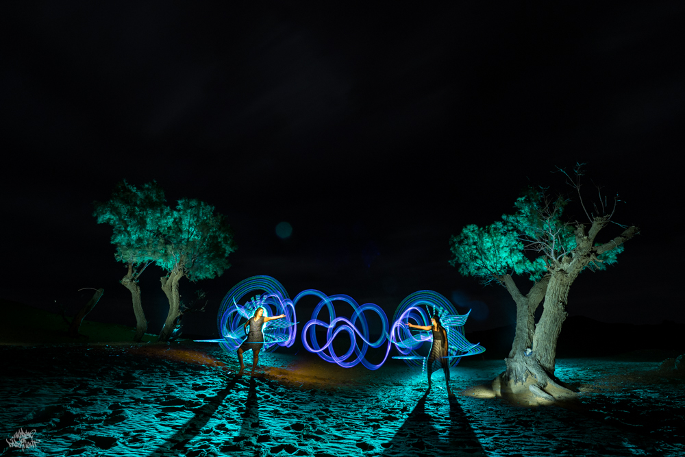 LIGHTPAINTERSUNITED #3 MERZOUGA MEETING 2018. Photo: Frodo DKL (Children of Darklight). Model: Djahida Malou, Malika Malou. Lightpainters: Frodo DKL & Patry DKL